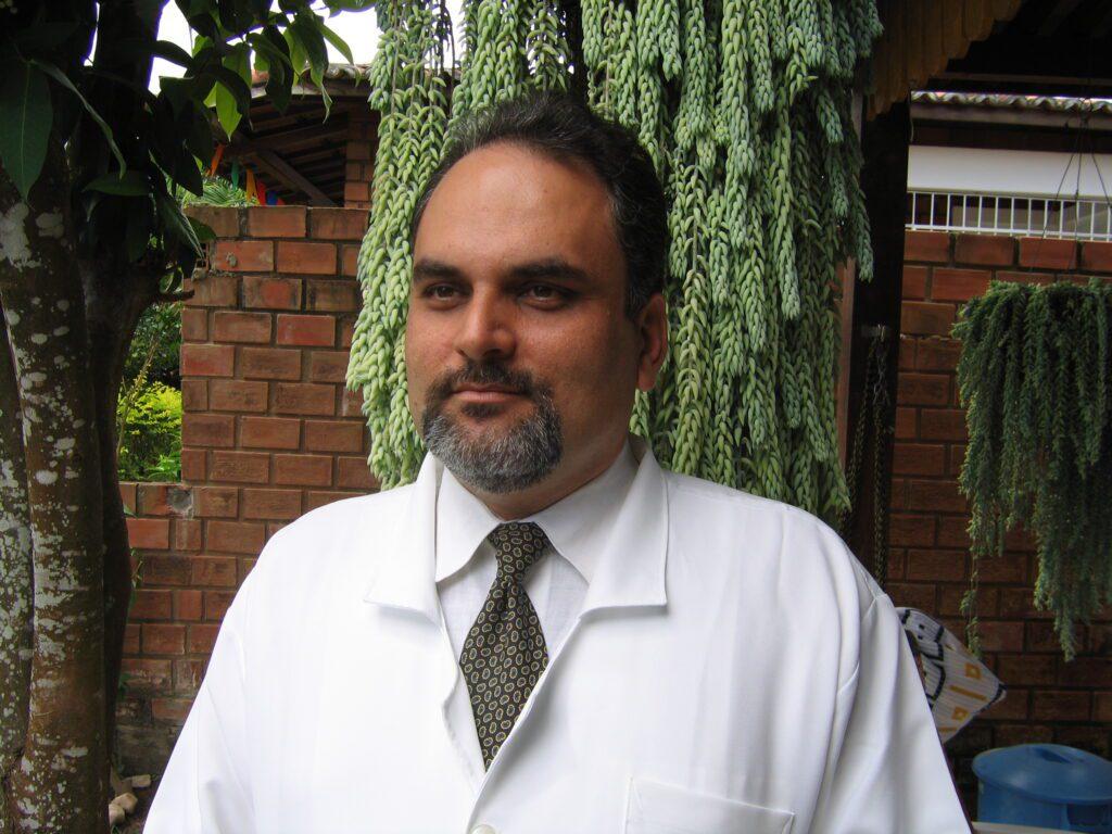 Dr. Marco Menelau